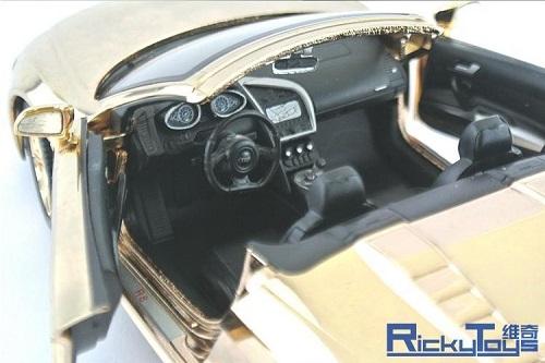 Audi R8 ทอง 6