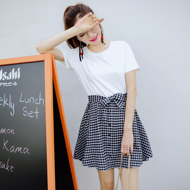 **สินค้าหมด Dress4100 เดรสน่ารักผ้าคอตตอนเนื้อหนานุ่มสีพื้นขาว ตัดต่อกระโปรงผ้าทอญี่ปุ่นลายสก็อตโทนสีขาวดำ ดีไซน์เหมือนใส่สองชิ้น แต่เป็นชุดติดกัน งานดีทรงดี ดีไซน์น่ารักมาก ผ้าสวยเกินราคา ทรงนี้น่ารักใส่ได้บ่อย (ไม่มีผ้าผูกเอวนะจ้า)