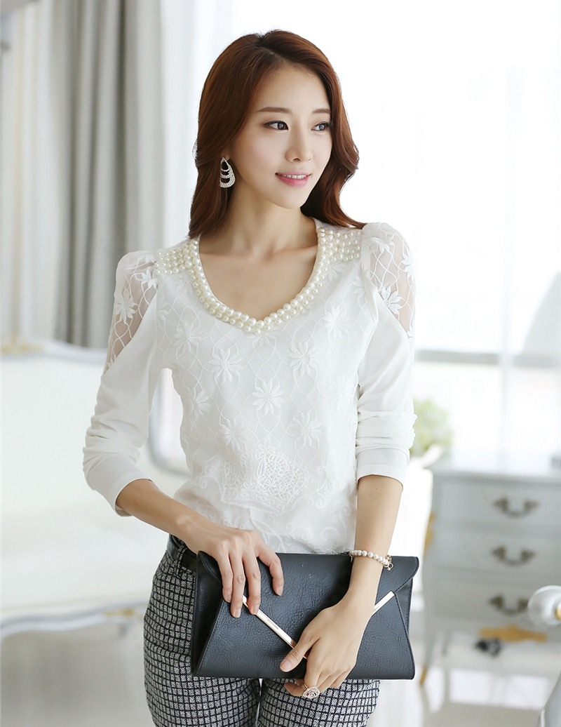 เสื้อทำงานผู้หญิงแขนยาวลูกไม้สีขาว ประดับมุก สวยหรู ดูดี