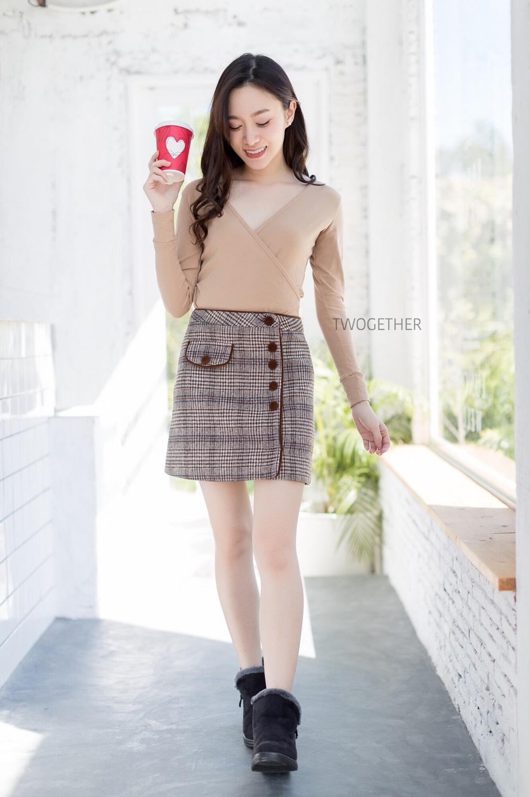 เสื้อผ้าเกาหลีพร้อมส่ง เสื้อไขว้หน้าทรงสวย ผ้าเนื้อดี