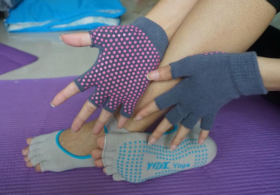 (พรีออเดอร์) ถุงมือ ถุงเท้าโยคะ กันลื่น YKSM30-18