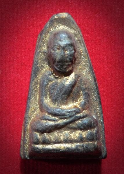 หลวงปู่ทวดเนื้อดินเผา (ผสมผงว่านหลวงปู่ทวด ปี2497) พระครูใบฎีกาขาว รกุขิตธมุโม วัดช้างให้ ปี 2513