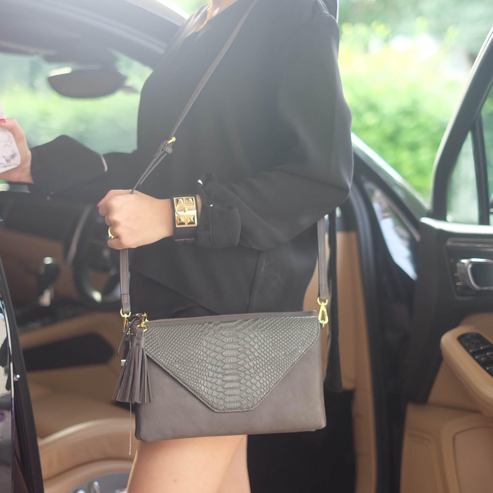 กระเป๋าสะพาย ปรับเป็นคลัชได้ สีเทา รุ่น KEEP Doratry shoulder &clutch bag