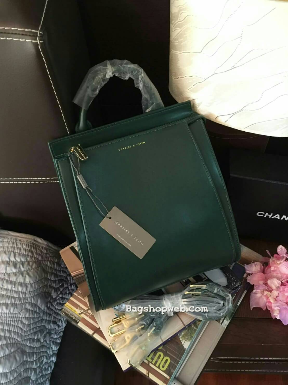 กระเป๋า CHARLES & KEITH TOP HANDLE BAG สีเขียว กระเป๋าถือหรือสะพายรุ่นใหม่ล่าสุดแบบชนช็อป