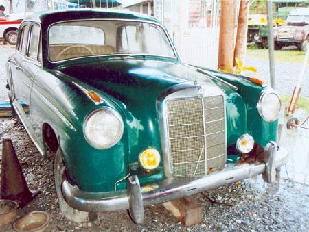 ขายด่วน!!! รถโบราณ Benz 190 สีเขียว
