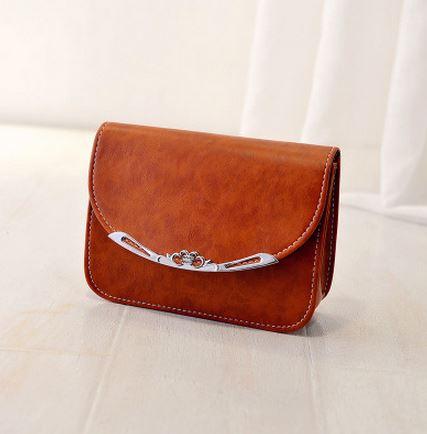 กระเป๋าสะพายไหล่ สะพายข้าง Crown Leather - Light Brown