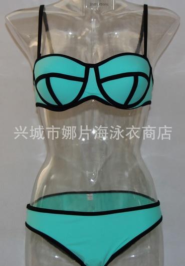 ชุดว่ายน้ำแฟชั่นพร้อมส่ง :ชุดว่ายน้ำแฟชั่นทูพีชสีเขียวน้ำทะเล แต่งลายผ้าตัดขอบดำ สีสดใสน่ารักมากๆจ้า:รอบอก28-32นิ้ว เอว30-34นิ้ว สะโพก32-36 นิ้วจ้า