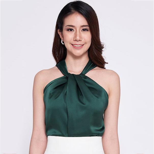 เสื้อออกงานสีเขียว คล้องคอ แขนกุด ผ้าซิลค์ซาติน