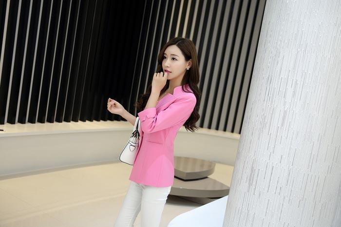 เสื้อสูทผู้หญิง เสื้อสูทแฟชั่น สีชมพู แขนสี่ส่วน คอวี แต่งเว้าคอเสื้อ ยาวคลุมสะโพก