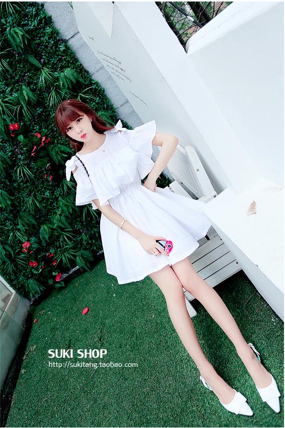 ชุดเดรสแฟชั่นเกาหลีสีขาวกระโปรงบาน