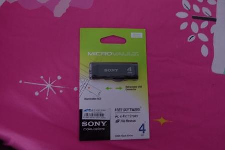 แฟลชไดร์ฟ sony 4 GB 370 บาท.-