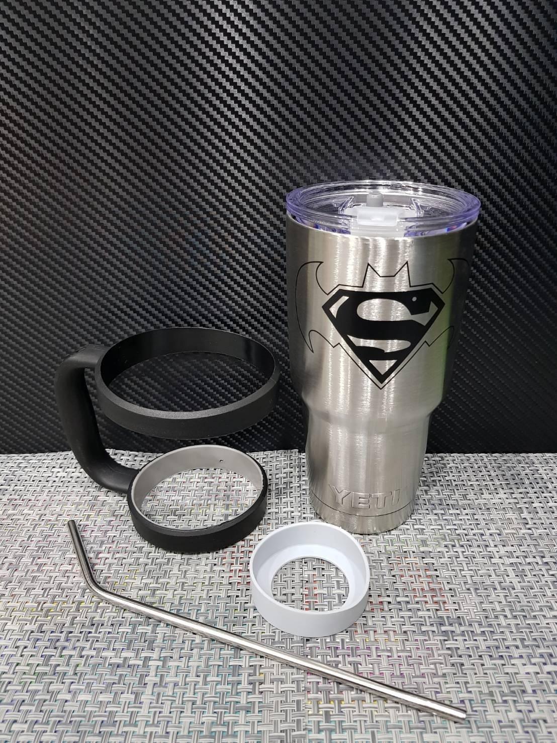 ชุดแก้วเยติ 30 ออนซ์ พื้นสีเงิน โลโก้ ซุปเปอร์แมน vs แบทแมน