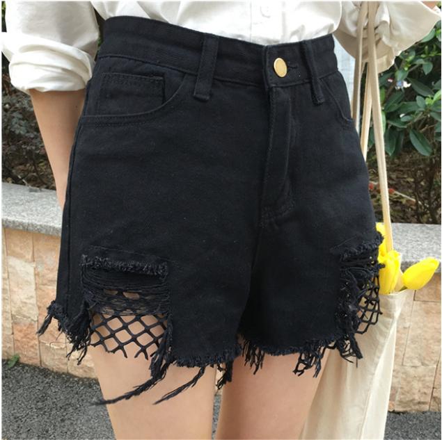 กางเกงยีนส์สีดำ ขาสั้น แต่งขาด ต่อผ้าตาข่ายสีดำ