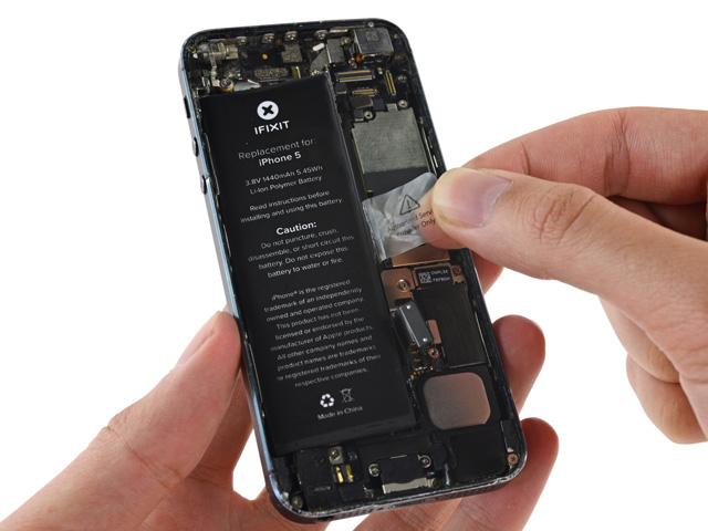 วิธีเปลี่ยนแบต iPhone 5 ขั้นที่ 11