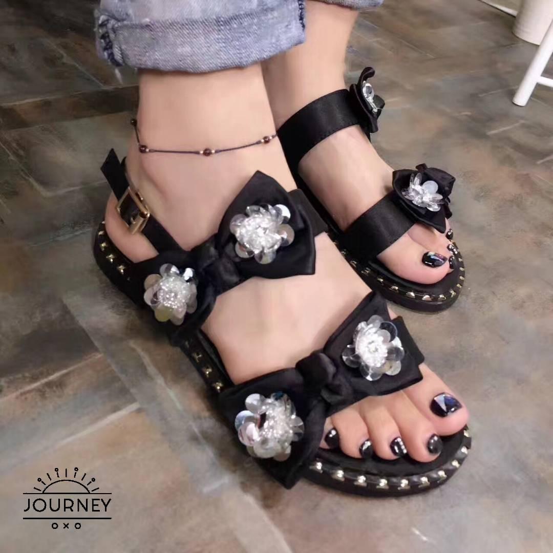 รองเท้าแฟชั่น แบบสวมและมีสายคาดสองสาย สีดำ