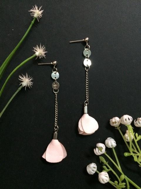 Pink flower thin chain drop earrings