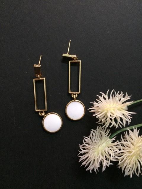 White circle small drop earrings