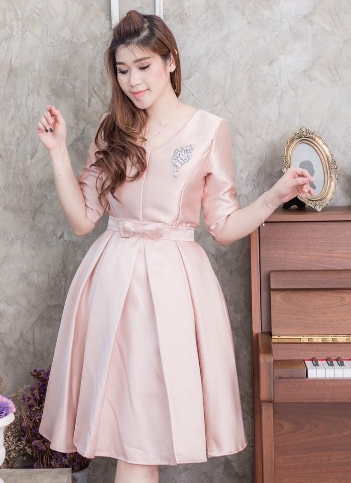 (Size M ) ชุดไปงานแต่งงาน ชุดไปงานแต่งสีชมพูตุ่น เดรสผ้าไหมคอวีแขนสามส่วน ชุดนี้ทางร้านใช้ผ้าไหม อย่างดีเกรดพรีเมี่ยม