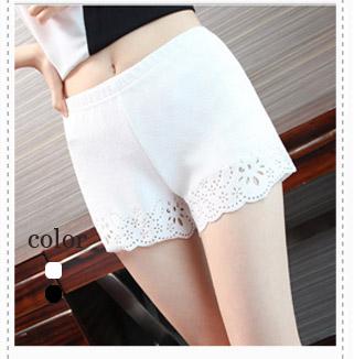 LG036 กางเกงขาสั้น มี 2 สี ขาว ดำ ช่วงปลายฉลุลายดอกไม้ สวย น่ารักมากคะ เอวยางยืด ขยายได้ตามสัดส่วน พร้อมส่งคะ