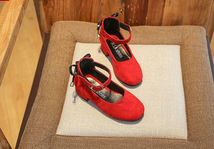 รองเท้าคัทชูเด็กสีแดงมีส้น