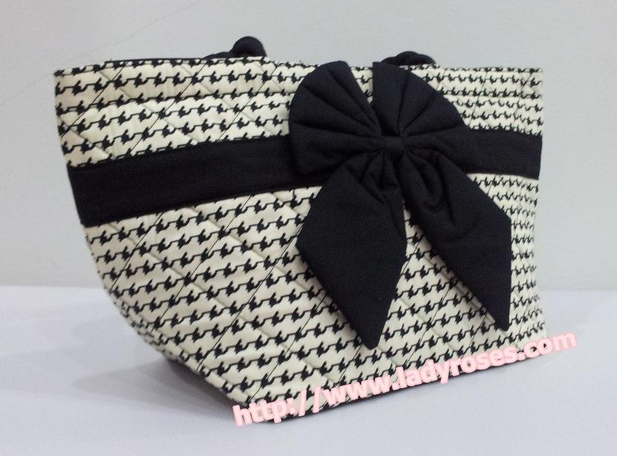 กระเป๋าถือ นารายา Size S ผ้าคอตตอน ลายชิโนริ ผูกโบว์สีดำ สายหิ้ว หูเกลียว (กระเป๋านารายา กระเป๋าผ้า NaRaYa กระเป๋าแฟชั่น)