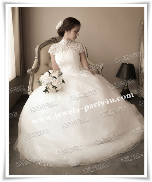 wedding ชุดแต่งงานเจ้าสาวแสนสวย ด้านหน้าเรียบเก๋ ด้านหลังโชว์แผ่นหลังเซ็กซี่เบาๆ น่ารักมากค่ะ