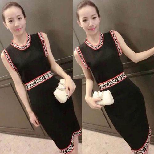 ++สินค้าพร้อมส่งค่ะ++ ชุดเซ็ทเกาหลี เสื้อคอกลม แขนเต่อ ดีไซด์เก๋ ผ้า knit ทอลาย Mochino รอบแขนและเอว – สีดำ