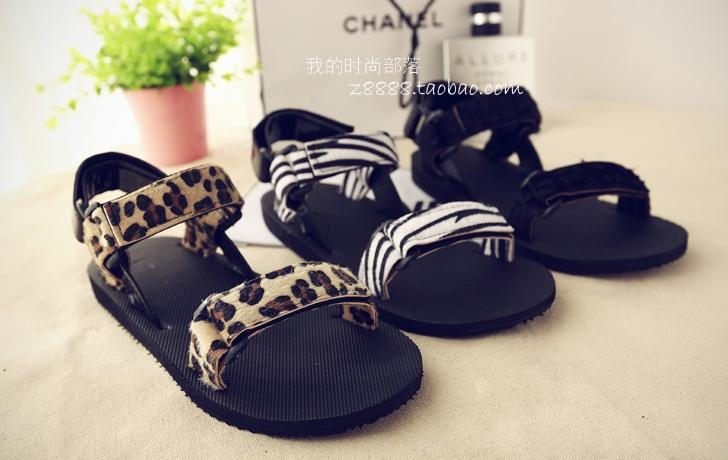 Pre Order - รองเท้าแฟชั่นเกาหลี รองเท้าแตะ เบาสบาย ส้นเตี้ย ลายเก๋ ๆ สี : สีดำ / สีน้ำตาลลายเสือ / สีขาวลายม้าลาย