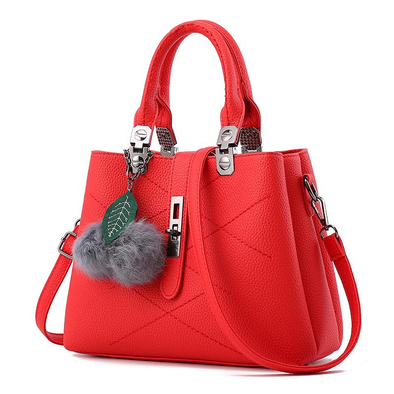 Pre-order ขายส่งกระเป๋าผู้หญิงถือและสะพายข้าง แฟชั่นสไตล์ยุโรป รหัส KO-136 สีแดง *แถมพู่ห้อยเชอรี่