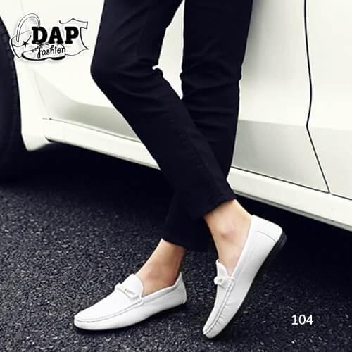 รองเท้าหนังผู้ชายแฟชั่น ดีไซน์สวยเท่ห์ โทนสีคลาสสิค