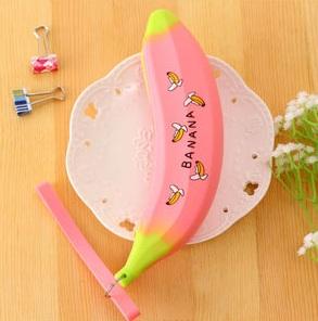 กระเป๋าดินสอซิลิโคนกล้วยสีชมพูพิมพ์ลาย (ขายปลีก 59 บาท/ชิ้น)