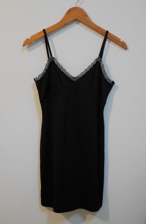 jp3889 ชุดซับใน/ชุดนอนผ้าโพลี สีดำ สายบ่าปรับไม่ได้ รอบอก 30-32 นิ้ว