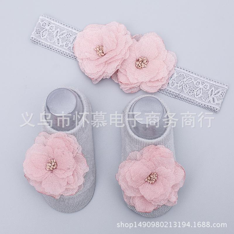 เซ็ทคุณหนูแรกเกิด มีที่คาดผมติดดอกไม้สีชมพู2ดอก+ถุงเท้าสีเทาติดดอกไม้สีชมพู1คู่ น่ารักมากๆเลยค่ะ