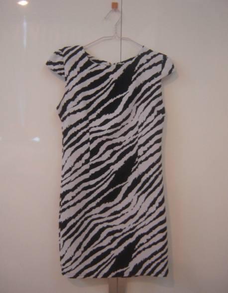 Sale แซกลายสีขาวดำน่ารัก มีซิบด้านหลังใส่สวย